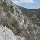 pogled na strmi začetek drugega grebena; tokrat sem preplezal le njegov gornji del, spodnj
