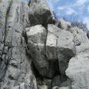 tukajle sem se počutil malce neudobno; ogromne skale zagozdene med dva skalna stebra so bi