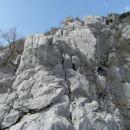 v glavi na sliki lahko splezaš tudi kak krajši odsek trojke; ker je skala zares odlična se