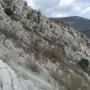 še en pogled proti tretjemu grebenu, v ozadju planotasti vrh Vodic...