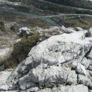 pogled z položnejšega dela  grebena navzdol proti Soči...