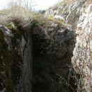 avstrijski strelski jarek pri cerkvici sv.Valentina na Sabotinu...Jarki so imeli v poteku