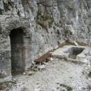 Vhod v poveljniško mesto sektorja...Semkaj so bile speljane vodovodne cevi, ki so s pomočj