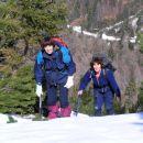 Joža in Ksenija pri vzponu po severnem pobočju Krniške glavice