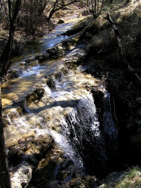 Tukaj voda izginja pod zemljo ...