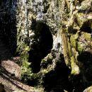 kraški svet v okolici Kozine skriva številne zanimivosti, kot je naprimer ta zanimiva skal