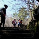 Lokotavci nad vhodom v Sveto jamo