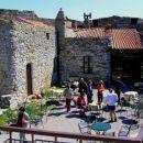 sončna terasa znotraj grajskega obzidja ( grad Socerb )