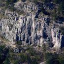 stene nad Boljuncem ob vstopu v dolino Glinščice ( če dobro pogledamo, bomo videli plezalc