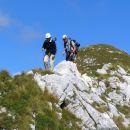 Hoja po grebenu Lemeža je ob lepih razgledih in ustrezni previdnosti izjemno doživetje .