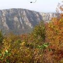 Pogled na greben Sabotina z grebena tik pod vrhom Svete gore. Sabotin je postal, potem ko