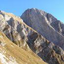 Pogled z italijanske mulatijere na zahodno steno z vrhom Krna ( 2245 m )