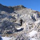 Krnčica ( 2138 m ) s severne strani; planinec na sliki hodi po trasi nekdanje italijanske