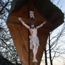 Razpelo v bližini cerkve sv. Lenarta, ki leži v zatrepu doline potoka Kanolščice nad Gornj