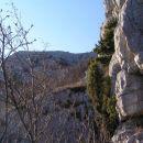 Pogled navzgor - proti grebenom Male gore s srednječavenske poti; slednja s svojimi slikov