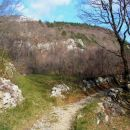 Kolovoz iz Stomaža proti Lokavcu, po katerem sem pričel svojo turo na Malo goro...Na začet