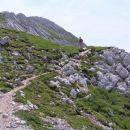 vršnja pobočja Turske gore - 2251 m nm se dokaj zložno dvigajo nad razbitim kraškim svetom
