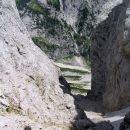 Turski žleb je zarezan med Tursko goro - 2251 m in Malo rinko - 2256 m. Po njem vodi zavar