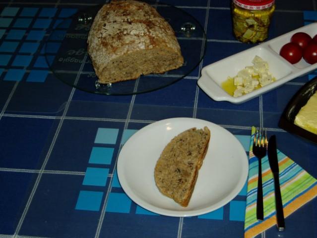 Vecerja na B dan!  Domac, polnozrnat kruh s feta sirom (vlozenim v olivnem olju) in para