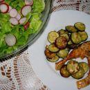 PEČEN LOSOS Z BUČKAMI   Sestavine: lososov zrezek, bučka, česen, sol, rožmarin, olivno o