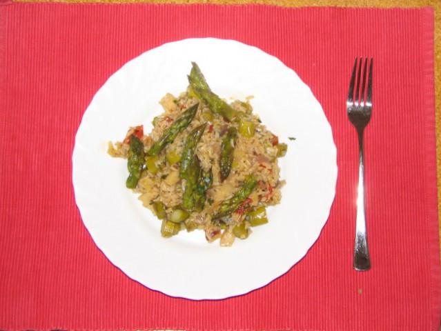 Rižota z beluši  (predlog za Š dan:porova juha, rižota z beluši,mešana solata)   Na olj