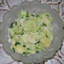 KROMPIRJEVA SOLATA S KUMARO  Sestavine: ohlajen kuhan krompir, kumara, mlada čebula, zač