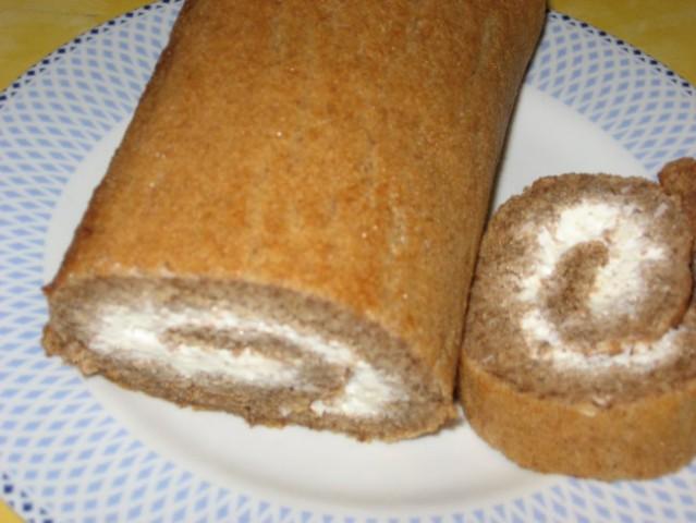 OREHOVA ROLADA za večerjo na OH dan  Hitro narejena rolada iz jajc, sladkorja in mletih