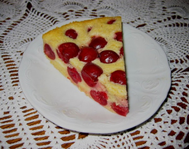 ZDROBOV KOLAČ S ČEŠNJAMI za večerjo na OH dan  Sestavine: 8 dag sladkorja, 3 jajca, 2 žl