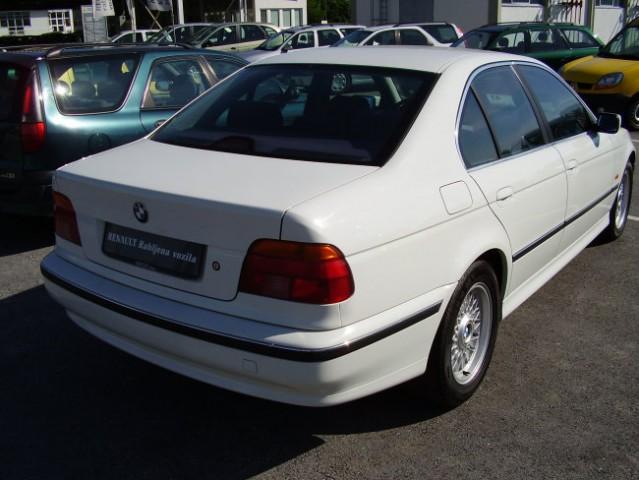 BMW 523i - foto