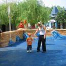 Užitki v otroškem parku zabave
