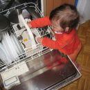 mamici pomagam zlagat v stroj