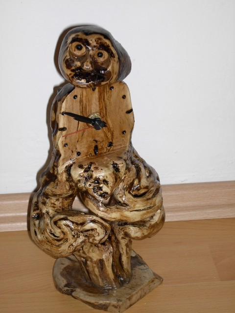 Ure-narejene iz vinske trte - foto
