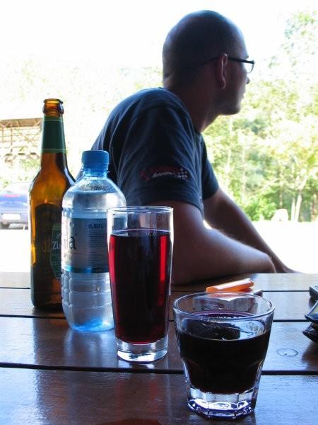 Dobitna kombinacija: pir, voda, vinček in borovničke.
