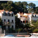 Pogled na hiši, v katerih se nahajajo apartmaji
