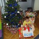Najprej bom odprla darilo,ki sem ga dobila od atija in mamice.