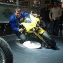 Jest po kolenu.Moto sejem Milano 2006