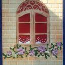 Okno z rožicami