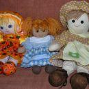 Tri punčke iz blaga - dobila jih je hčerka. Žal sama ne znam šivati, pa bi rada znala...