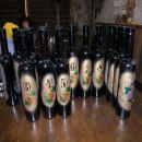 Na poučnem sprehodu smo obiskali tudi vinsko klet - to so darila, ki jih tam prodajajo.