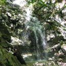 Hudourniška voda ob poti s Komarče