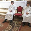 Na levi strani je moj veliki brat Luka.On je ministrant in je poleg župnika ko krsti take